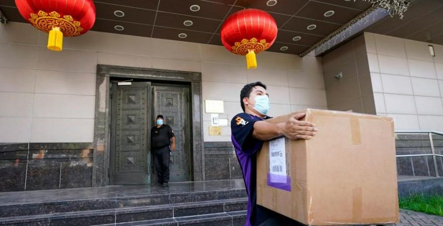 US agents enter Chinese consulate compound in Houston after deadline for closure passes