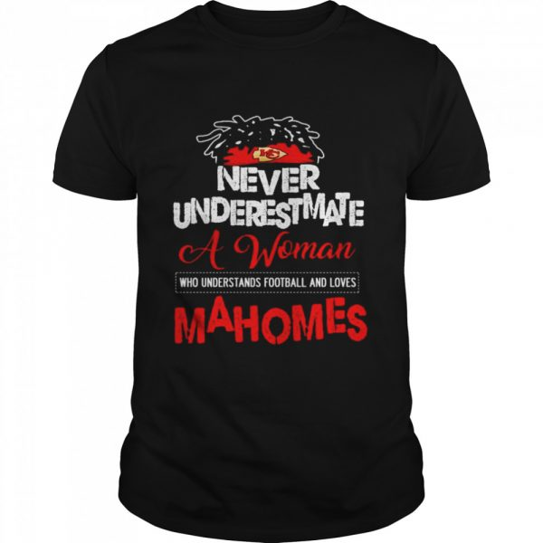 Never underestimate a woman who understands football and loves Mahomes  Classic Men's T-shirt