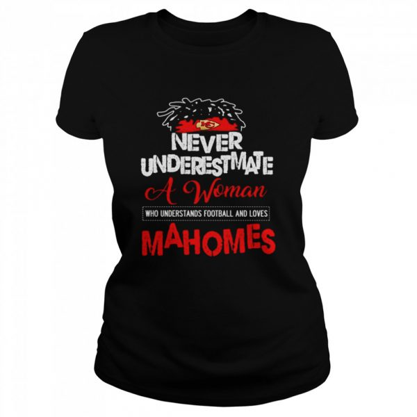 Never underestimate a woman who understands football and loves Mahomes  Classic Women's T-shirt